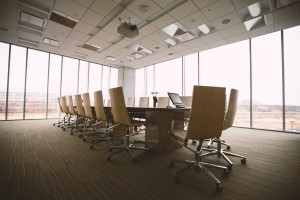 Teppich-Reinigung im Konferenz-Raum